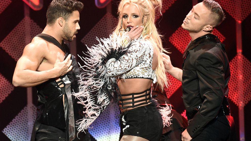 Britney Spears comienza un concierto enseñando un pecho por accidente