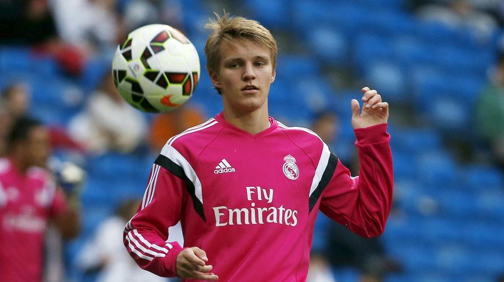 Foto: Odegaard, en un calentamiento con el Real Madrid (Reuters).