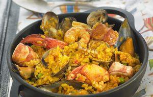 Paella y risotto, las dos cumbres de los arroces mediterráneos