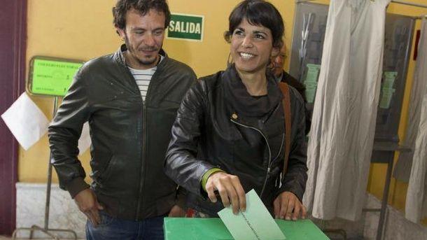 Foto: 'Kichi' con su novia, Teresa Rodríguez (EFE)