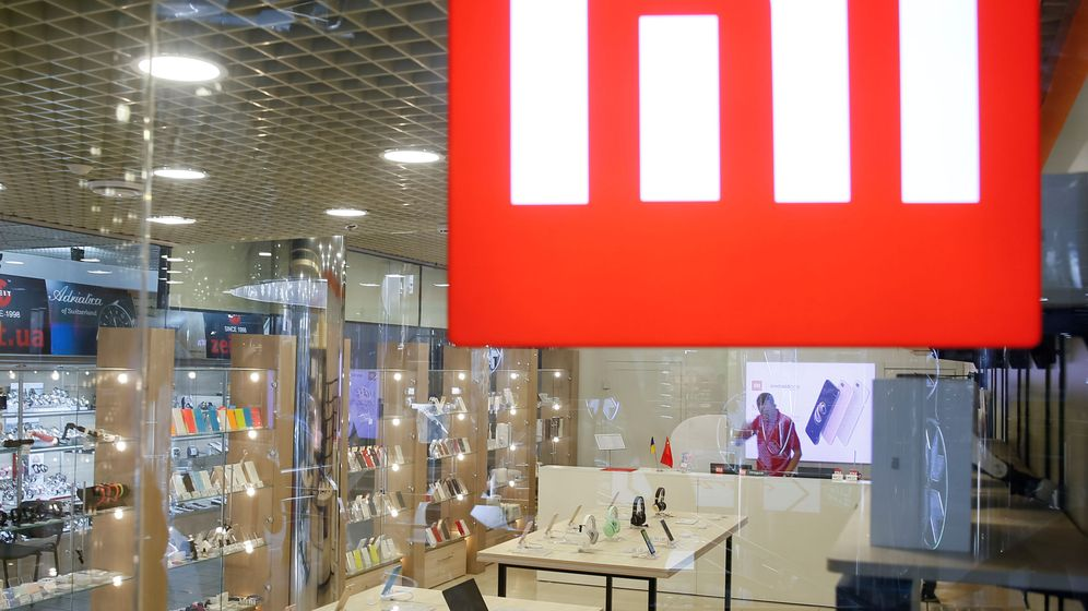 Foto: File photo: the logo of xiaomi is seen outside the brand's store in central kiev