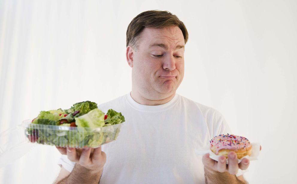 Foto: Un estudio recién publicado pone en tela de juicio nuestras creencias sobre qué debemos comer primero en un menú. (iStock)