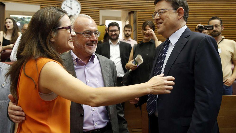 Foto: Ximo Puig, del PSOE, Mónica Oltra, de Compromis, y Antonio Montiel (c), de Podemos. (EFE)