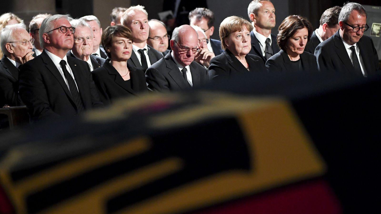 Foto: Las fuerzas vivas alemanas, con la canciller Angela Merkel al frente, en el funeral de Helmut Kohl en Estrasburgo. (Reuters)