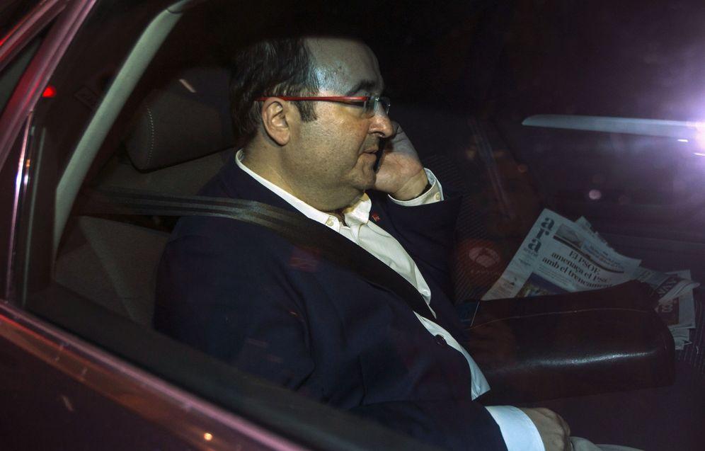 Foto: Miquel Iceta abandona la sede del PSC tras la reunión del consell nacional, este 25 de octubre en Barcelona. (EFE)