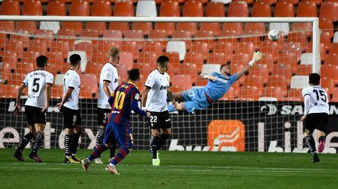 El Barça reacciona a tiempo en Valencia y remonta con un doblete de Leo Messi (2-3)