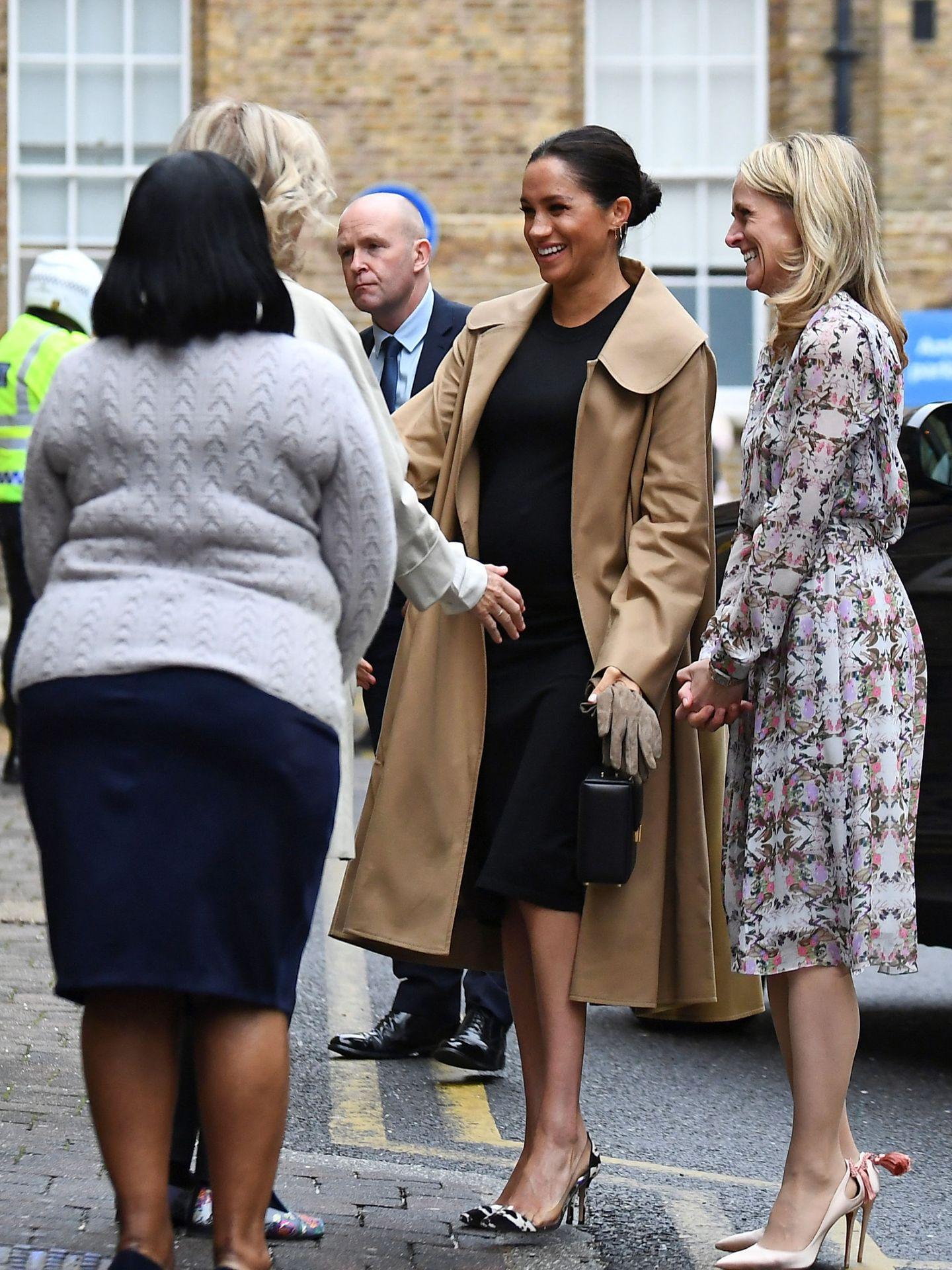 Meghan, con un bolso de Victoria Beckham en 2019 cuando todavía era miembro oficial de la Casa Real británica. (Reuters)