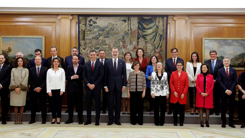 Foto de familia con el rey Felipe. (EFE)
