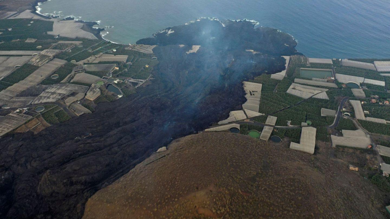 Vista aérea del delta o fajana creada por la llegada de la lava al mar. (EFE)