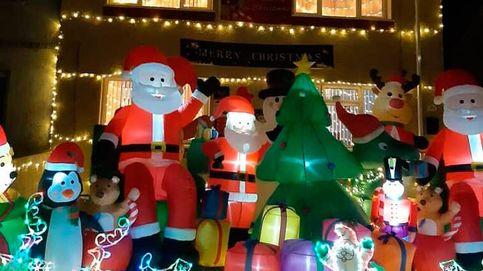 Decora su casa con 4.000 luces de Navidad en pleno verano