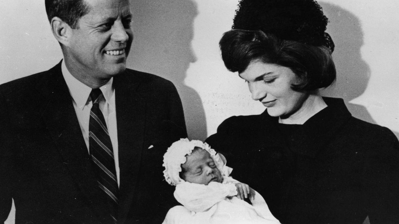 La pareja, con su hijo John. (Getty)