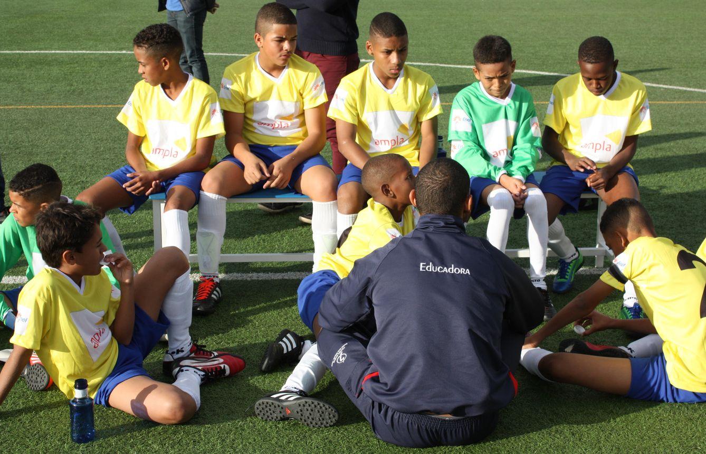 Foto: Los niños de Niterói atendiendo una charla del entrenador en Valdebebas (Misiones Salesianas).