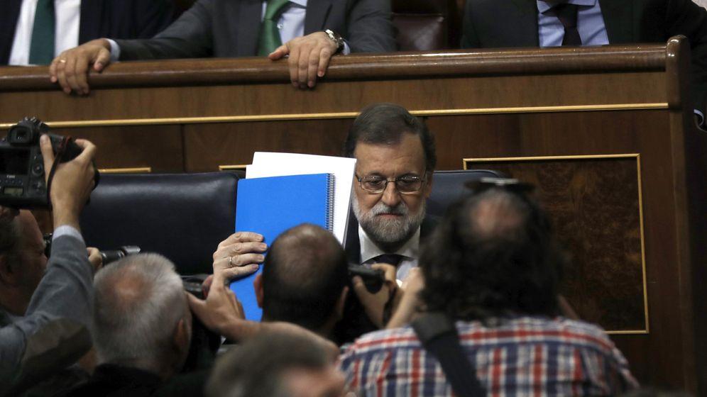 Foto: El presidente del Gobierno, Mariano Rajoy, en su escaño del Congreso (Efe)
