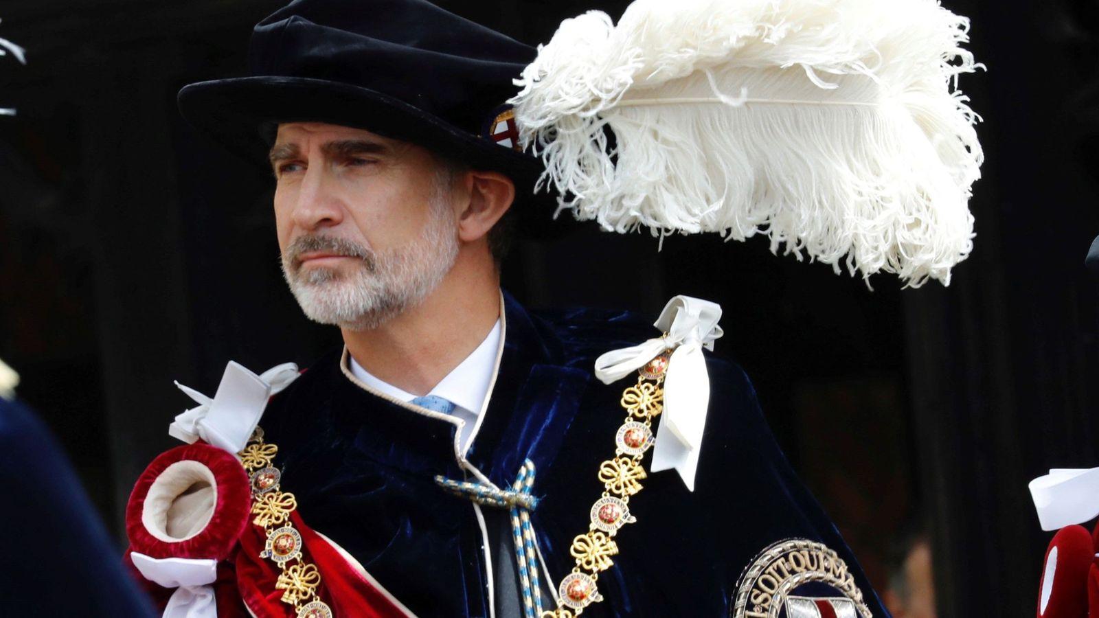 Foto: El Rey durante la procesión. (Efe)