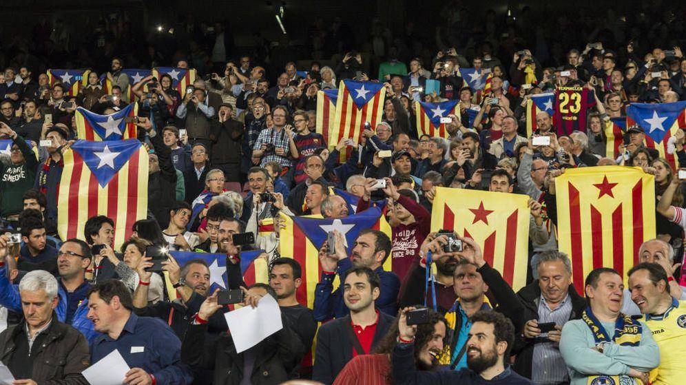 Foto: Esteladas en el Camp Nou en un partido de Champions (EFE)