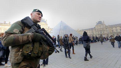 El atentado en el Louvre, en imágenes