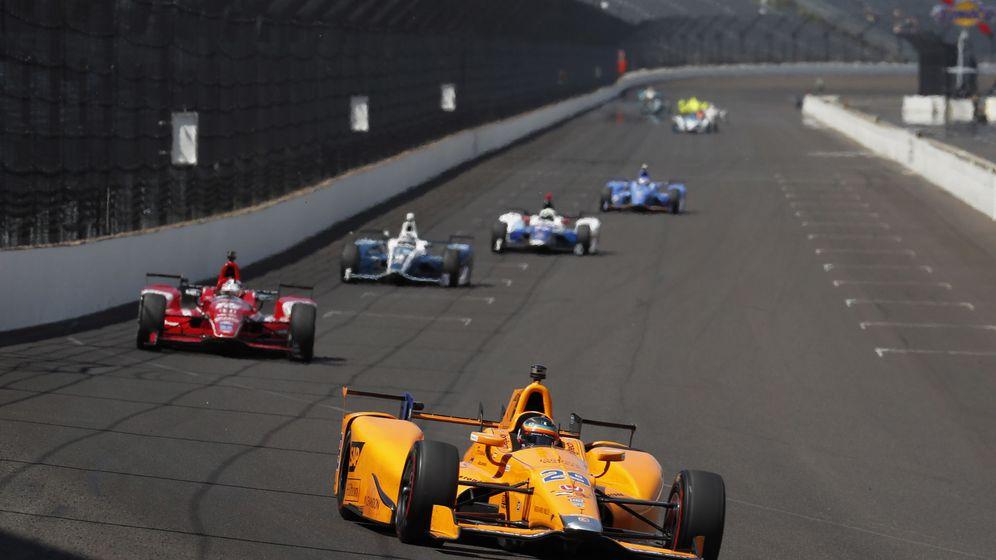 Foto: Fernando Alonso durante los últimos libres disputados en Indianápolis. (Reuters)