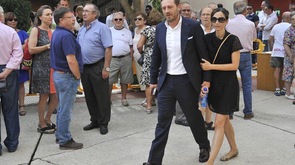 Foto: Juan Peña y su mujer Sonia despiden a Dámaso González en Albacete.