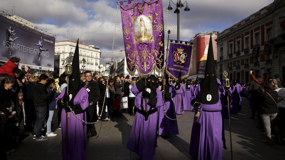 Foto: Una procesión de Semana Santa en Madrid. (Reuters)