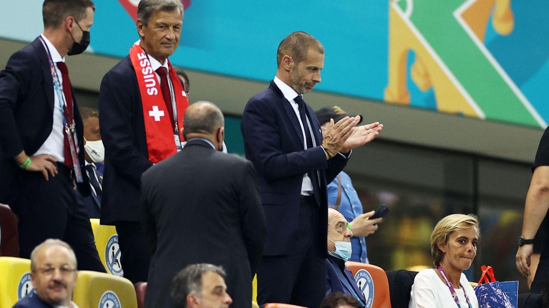 El juez exige a la UEFA que no excluya a los equipos de la Superliga y amenaza con multas