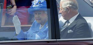 Post de Isabel II, denunciada por no llevar cinturón de seguridad en el coche oficial