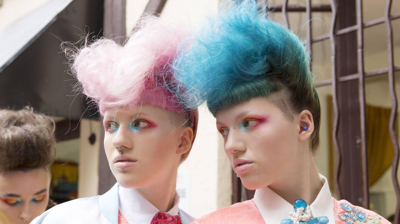 Foto: Cardados o exceso de color en el maquillaje. Las pasarelas dejan claro que los 80 están de vuelta