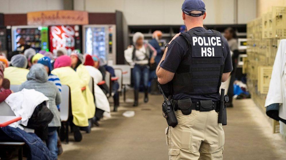 Foto: Oficial del Servicio de Inmigración y Fronteras (ICE) en Misisipi. (Reuters)