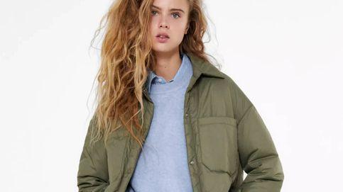 Zara tiene un abrigo de plumas sin acolchar perfecto para estilizar y mantenerte caliente estos días