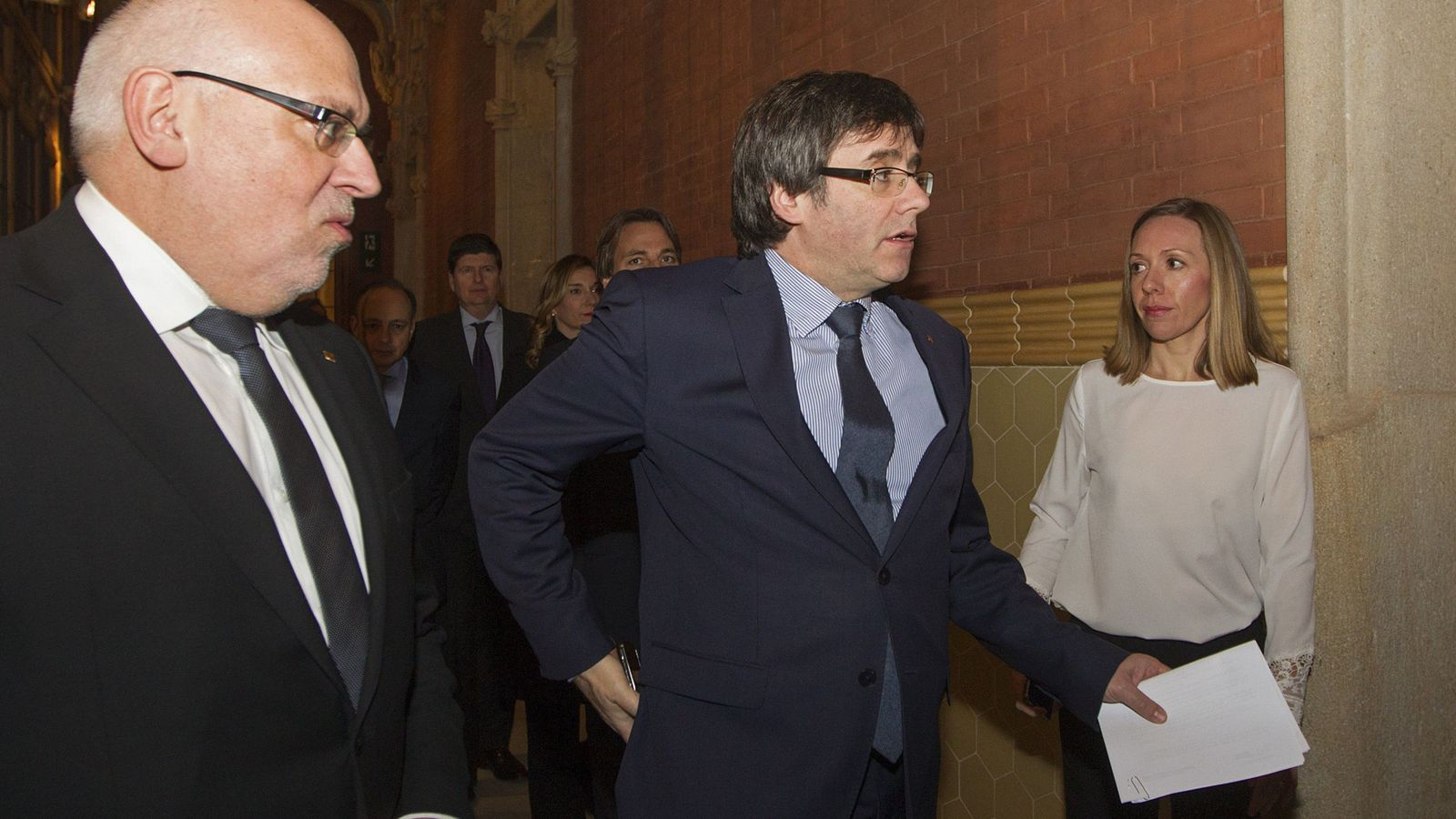Foto: El presidente de la Generalitat, Carles Puigdemont (d), junto al conseller de Empresa, Jordi Baiget (i). (EFE)