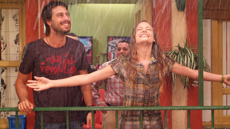 Hugo Silva y Michelle Jenner, en 'Los hombres de Paco'. (Globomedia)
