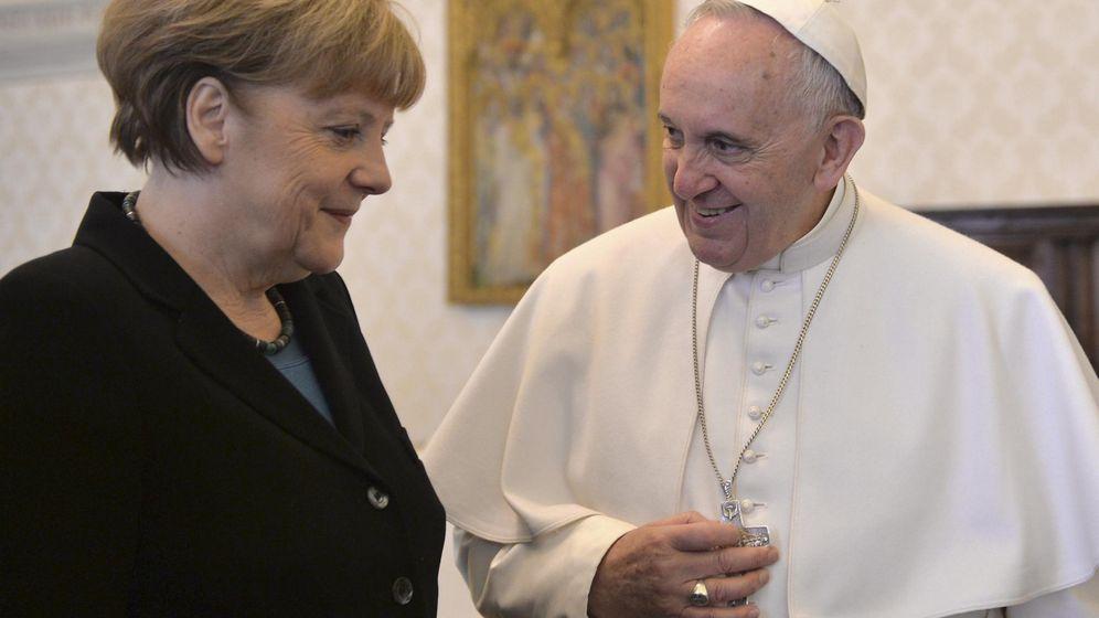 Foto: La canciller Angela Merkel junto al Papa Francisco. (Reuters)