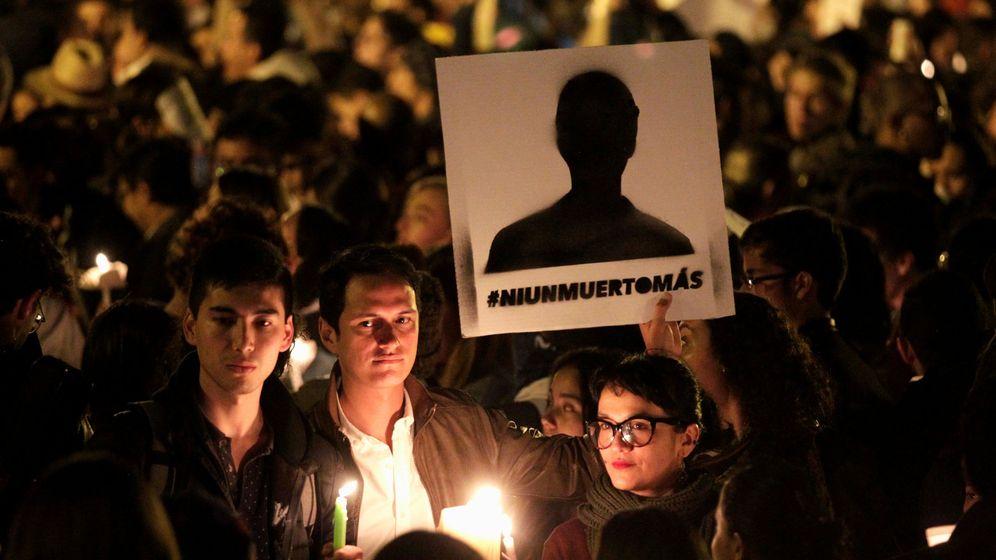 Foto: Participantes en una masiva protesta contra los asesinatos de activistas sociales en Bogotá, el 6 de julio de 2018. (Reuters)