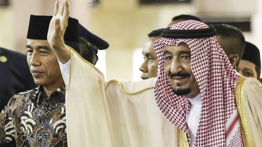 Foto: El rey de Arabia Saudí, Salman bin Abdulaziz al-Saud (dcha). (EFE)