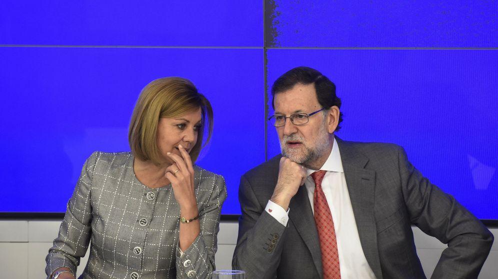 Foto: Mariano Rajoy con la secretaria general del PP. (Efe)