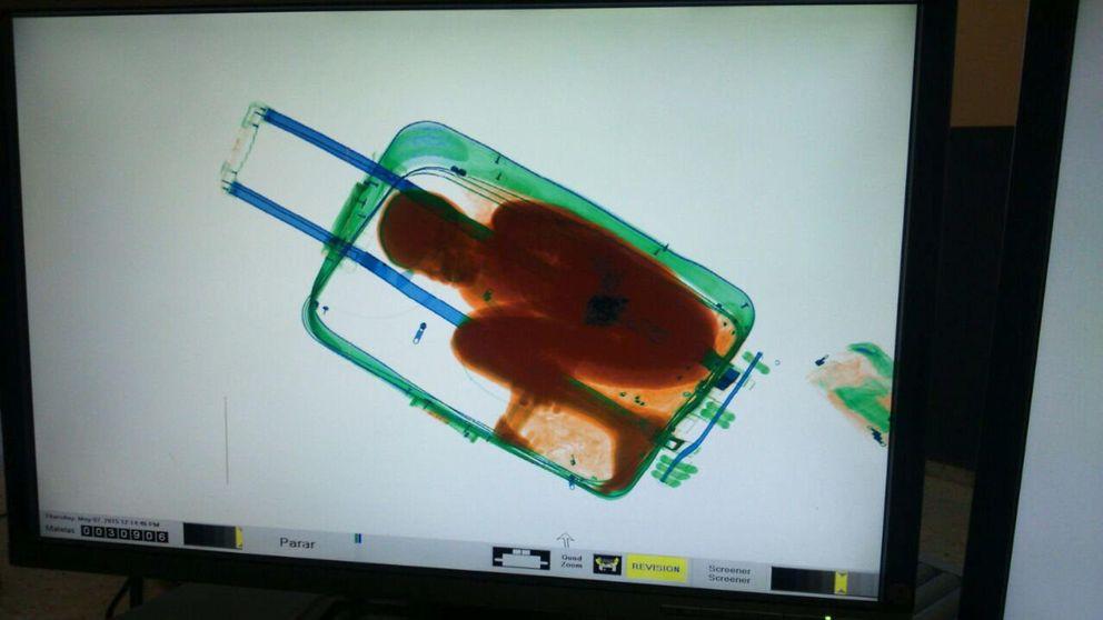 Ceuta asume la tutela y escolariza al niño encontrado en una maleta