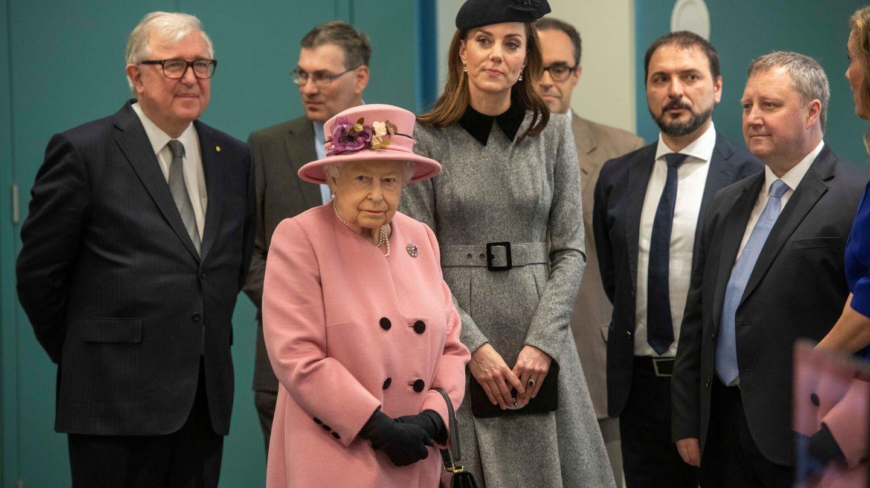 Isabel II y la duquesa de Cambridge. (Reuters)