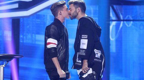 'OT 2017' continúa su 'revolución sexual': Agoney y Raoul se besan en plena gala