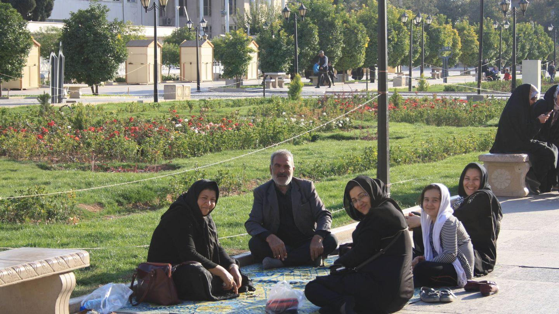 Viernes de picnic en Shiraz.