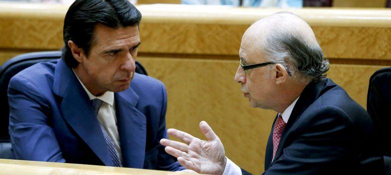 Foto: José Manuel Soria y Cristóbal Montoro. (EFE)