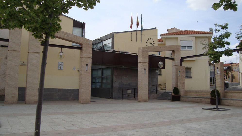Foto: Fachada del Ayuntamiento de Serranillos del Valle, Madrid.