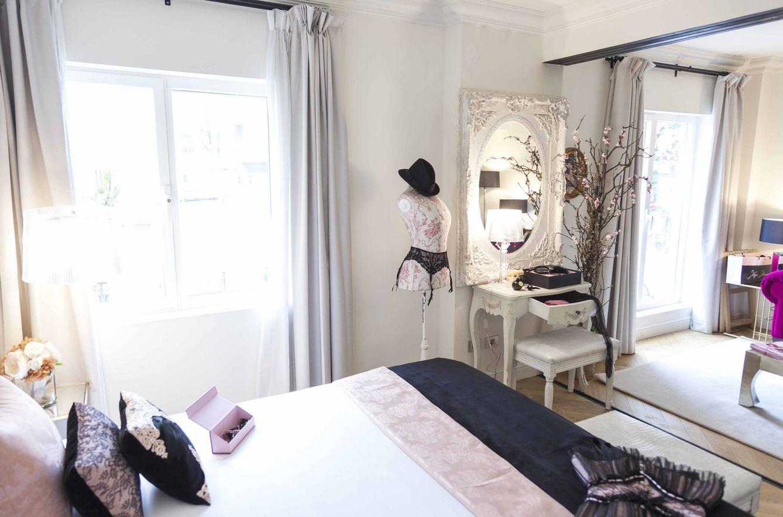 Foto: La suite 1001 del hotel Dear decorada por Maya Hansen cual boudoir