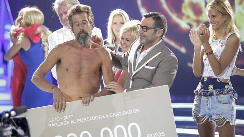 Foto: José Luis se lleva el cheque de 200.000 euros de 'Supervivientes'. (GTRES).