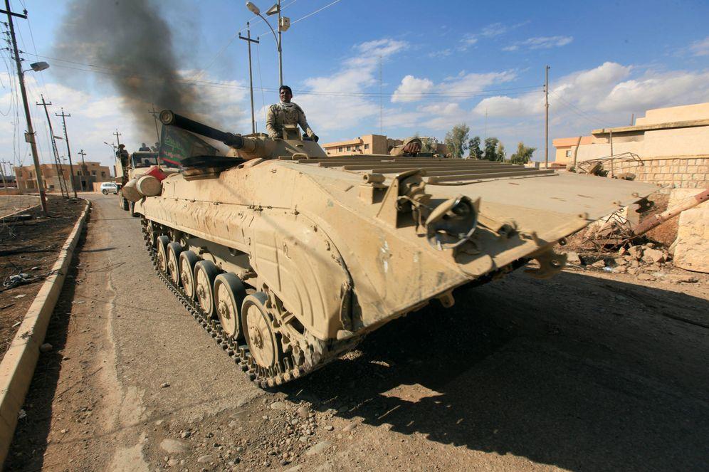 Foto: Blindados del Ejército iraquí durante una operación en Qaraqosh, cerca de Mosul (Reuters).