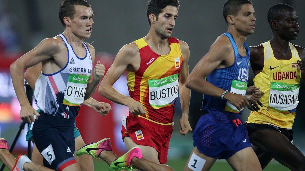 Foto: David Bustos en la semifinal de los 1500 metros (Marcelo Sayão/EFE)