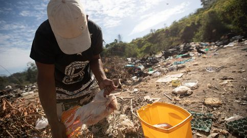 Venezolanos sobreviven en el basurero de Paracaima, Brasil