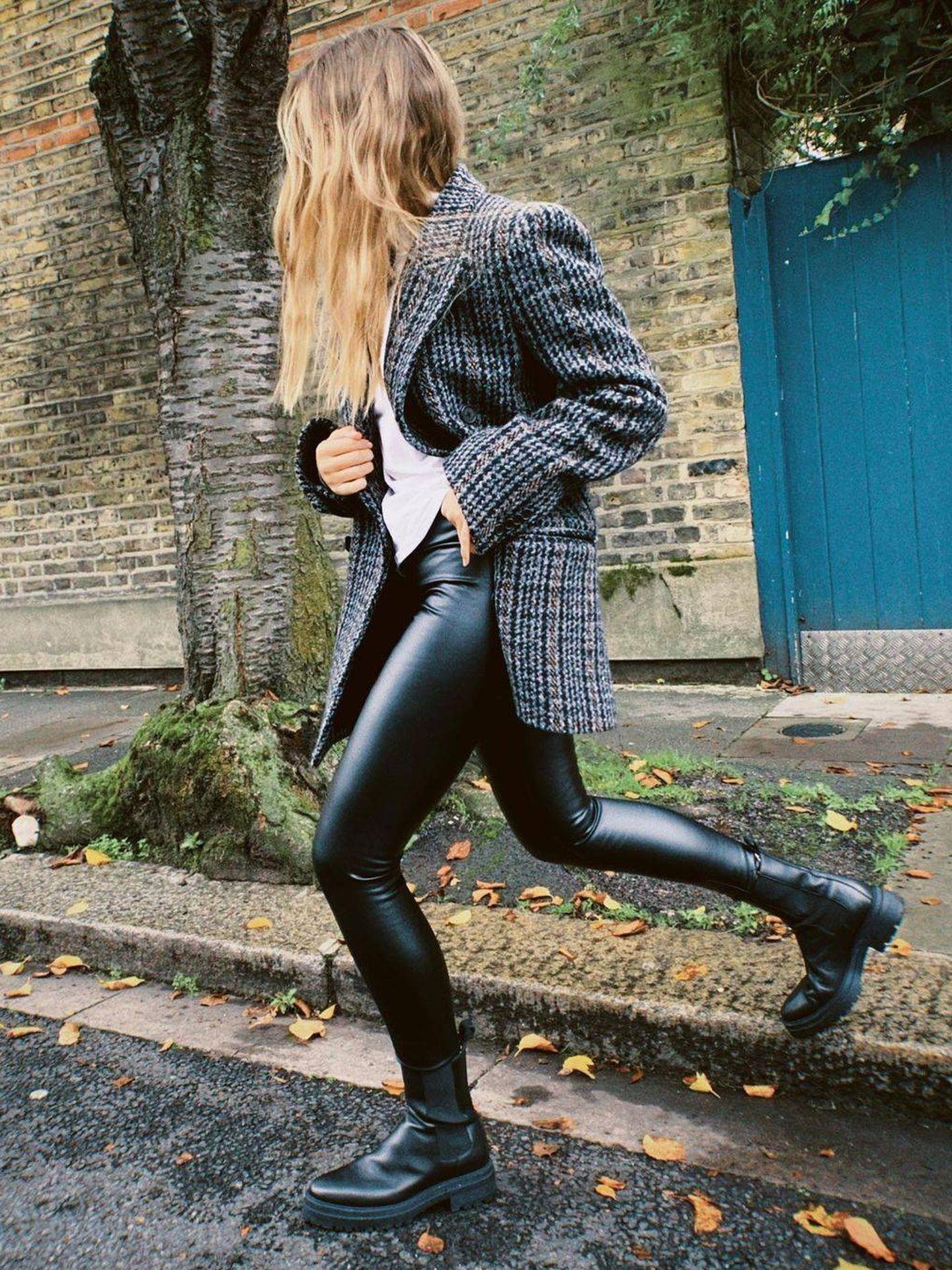 Emma Lou con los leggings de Calzedonia. (Instagram @emmalouiseconolly)