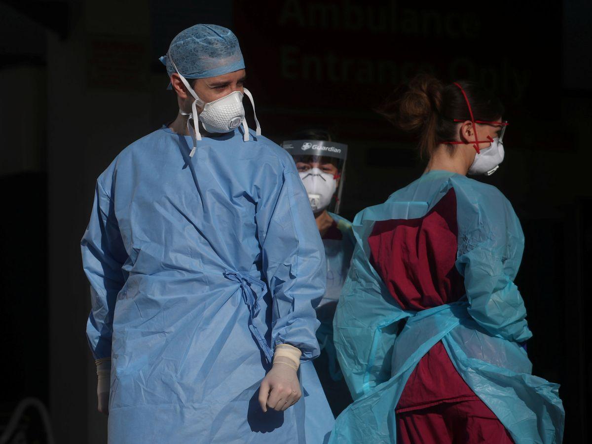 Foto: Personal médico en un hospital de Londres. (Reuters)