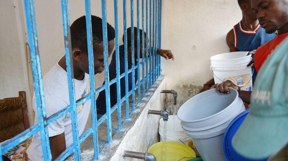 Foto: Los quioscos de agua de la Aecid proveen agua potable a los más desfavorecidos en Puerto Príncipe. (M. G. R.)