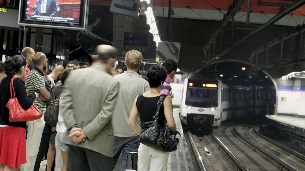 Foto: Usuarios de Metro de Madrid. (EFE)