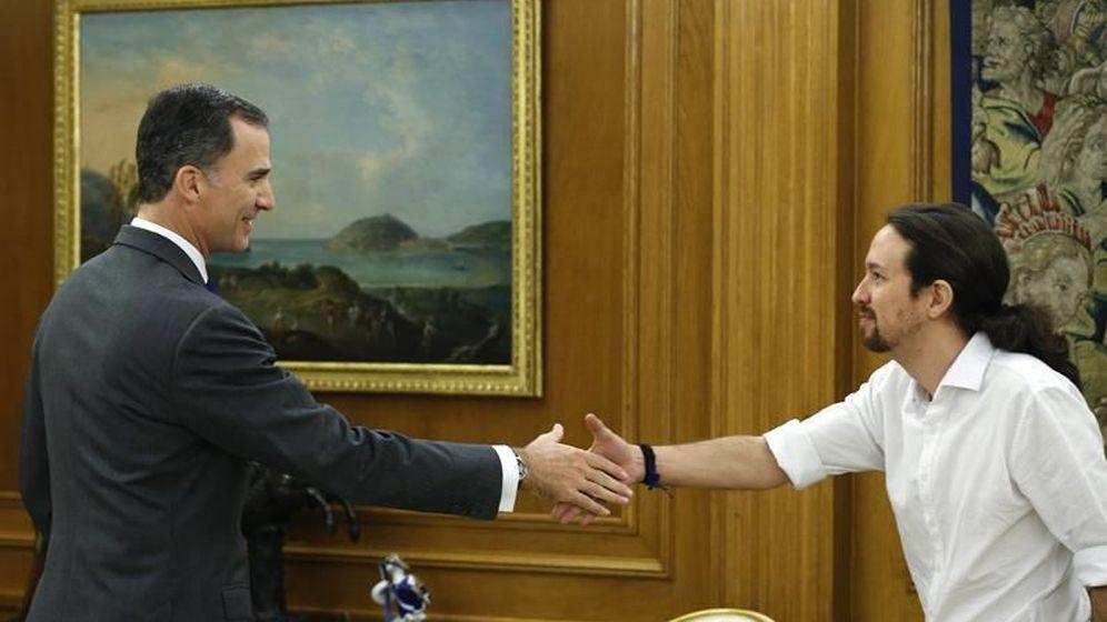 Foto: Felipe VI recibe a Pablo Iglesias en Zarzuela. (EFE)